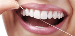 Dental tape is around 1-2mm wider than the regular dental floss. It covers a bigger surface when flossing in between the teeth and is more efficient in cleaning the plaque biofilm in the interproximal spaces.