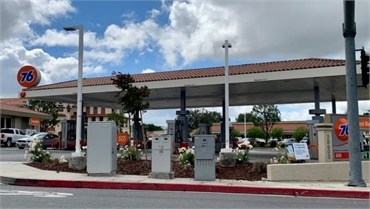 76 gas station at 5 minutes to the south of Temecula Ridge Dentistry