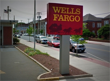 Wells Fargo Bank and ATM 597 Campbell Ave 2 minutes drive to the north of West Haven emergency denti