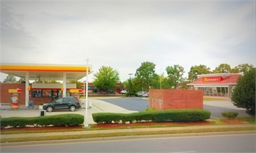 Shell gas station on 14352 Gideon Dr located just a few paces to the west of Woodbridge dentist Poto