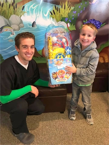 Dr. Tim Richardson of Acorn Dentistry for Kids with his child patient