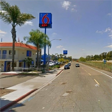 Motel 6 located 2 miles to the south of Hornbrook Center for Dentistry