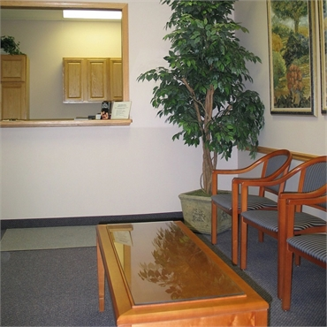 Waiting area at the office of Clinton Township dentures specialist Michael J Aiello DDS