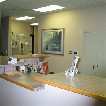 Reception area and digital dental x ray machine at the office of Dr. Michael Aiello