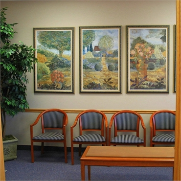 Waiting area at the office of Michael J Aiello DDS