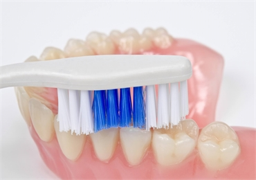 How to clean my Dentures