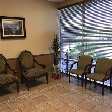 Waiting area at Palm Beach Gardens cosmetic Dentist Everlasting Smiles