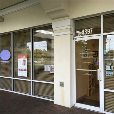 Front door at Everlasting Smiles Palm Beach Gardens FL 33410