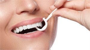 Floss pick for cleaning dental plaque between your teeth