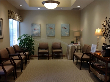 Waiting area at the office of Knoxville dentist Robert M. Kelso DDS