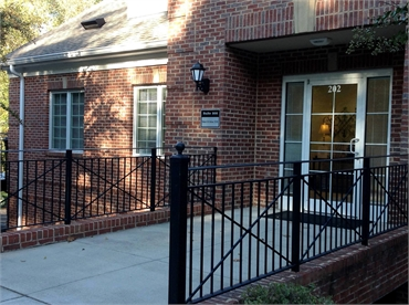 Front entrance at the office of Knoxville dentist Robert M. Kelso DDS