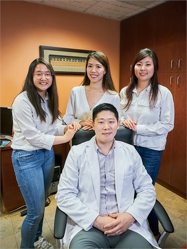 Renton family dentist Hu with his assistants in the office at Hu Smiles