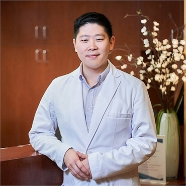 Renton implant dentist Dr Hu in the Hu Smiles office