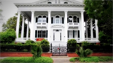 Bellamy Mansion Museum at 13 minutes drive to the west of Wilmington NC dentist O2 Dental Group of W