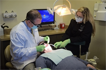 Dr. Warren performing dental implants procedure at Litchfiled Park dentist Warren and Hagerman Famil