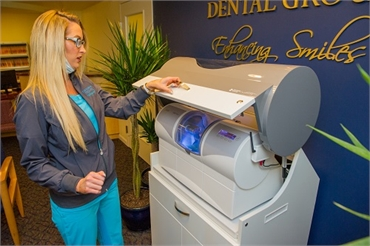 Kayla working with cerec machine at Waldorf dentist The Silberman Dental Group