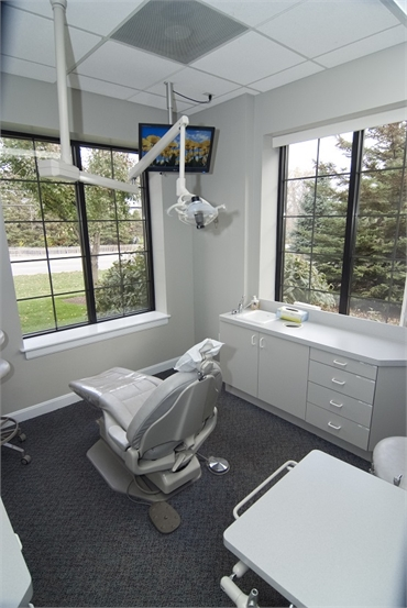 Treatment room of Gurnee IL dentist Bradley Rule DDS