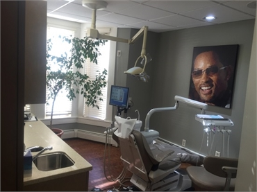 Woburn dentistry treatment room at Dental Health Care of Woburn P.C.