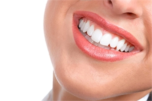 New Porcelain Veneers Have Many Smiling